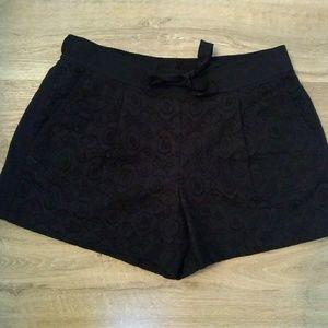 Loft floral lace pocket shorts